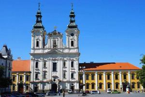 Kostel sv. Františka Xaverského je charakteristická jezuitská stavba