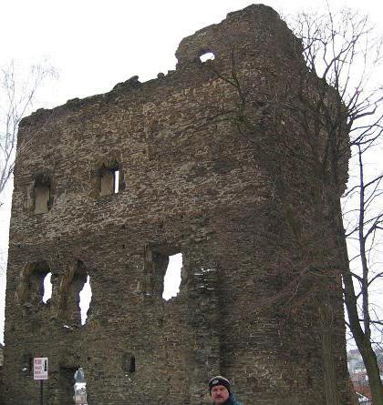 Hrad v Říčanech byl miniaturou královského hradu s obvodovou zástavbou
