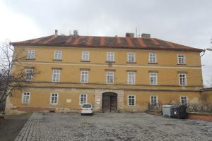 Zámek ve Zlonicích slouží k bytovým účelům
