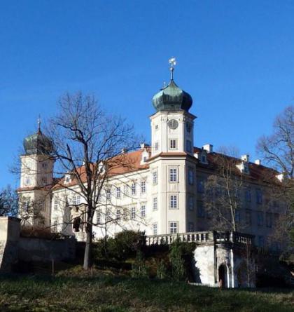 Výstava o vojsku a četnictvu v době první republiky na zámku Mníšek pod Brdy