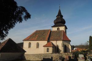 Kostel sv .Máří Magdaleny v Bělicích je dominantou obce