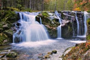 Kaskáda vodopádů na Bílém Labi láká na Lavinovou peřej i Velký skok