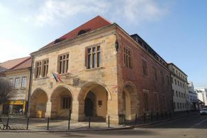 Radnici v Nymburce zdobí stavební renesanční prvky