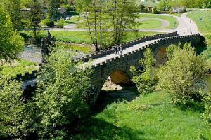 Kamenný most zdobí sousoší M.J.Brokofa