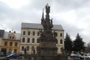 Sousoší Nejsvětější Trojice je cennou barokní památkou města Zákupy