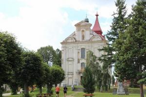 V Nové Cerekvi stojí kostel zasvěcený sv. Tomáši Becketovi