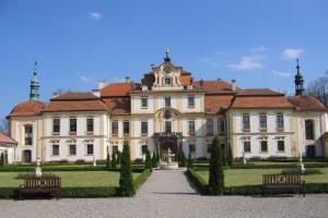 Zámek v Jemništi je významným dílem české vrcholně barokní architektury