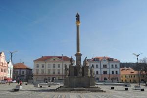 Mariánský sloup je dominantou Masarykova náměstí ve Stříbře