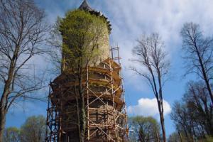 Staňte se středověkým jeřábníkem: NPÚ hledá dobrovolníky pro rekonstrukci věže Jakobínky