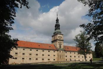 Barokní sýpka v Plasech skrývá gotickou patrovou kapli