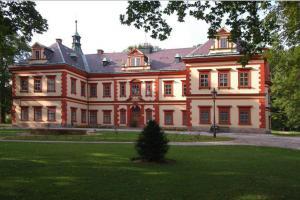 Jilemnický zámek, kdysi sídlo Harrachů, dnes sídlo Krkonošského muzea