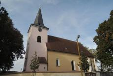 Dominantou obce Keblov je kostel Nanebevzetí Panny Marie