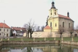 Kostel sv.Václava ve Veliši se vyznačuje nevšední pohledovou souhrou