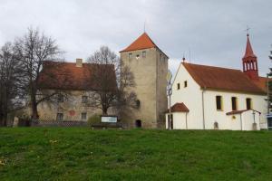 Kostel sv. Bartoloměje ve Slavkově je příkladem sakrální stavby sloužící k potřebám šlechtického sídla